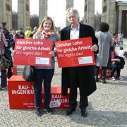 "Ernst Dieter Rossmann auf der Demo zum Equal Pay Day am Brandenburger Tor • <a style=""font-size:0.8em;"" href=""http://www.flickr.com/photos/89091438@N06/13448225493/"" target=""_blank"">View on Flickr</a>"