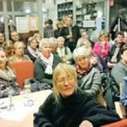 """Volles Haus im Café Auszeit: Mehr als 100 Gäste nutzten die Gelegenheit zur Schuldiskussion mit Bildungsministerin Wara Wende. • <a style=""""font-size:0.8em;"""" href=""""http://www.flickr.com/photos/89091438@N06/12970091174/"""" target=""""_blank"""">View on Flickr</a>"""