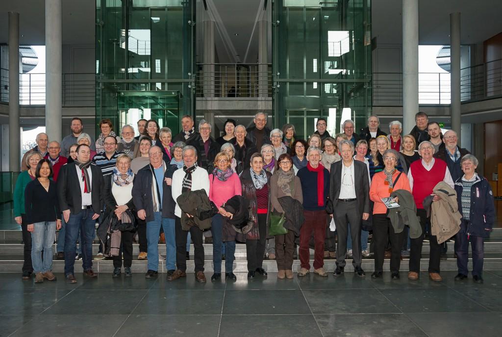 Nahmen viele Eindrücke aus dem politischen Hauptstadtleben in Berlin mit: Die 50 Teilnehmer der Besuchergruppe von SPD-MdB Ernst Dieter Rossmann.