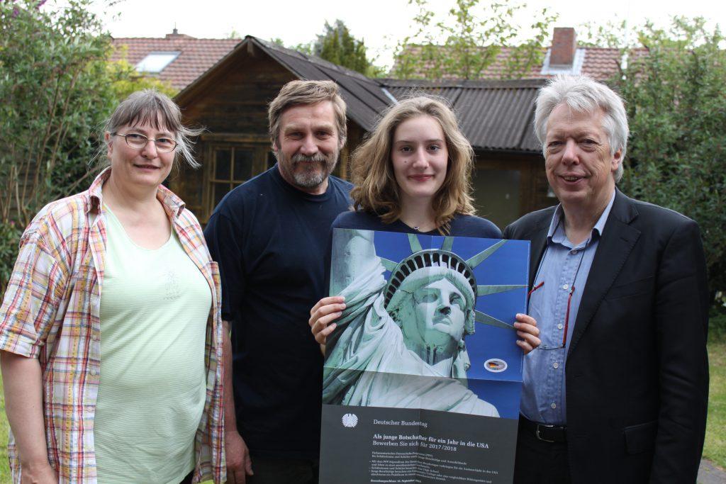 Freuen sich gemeinsam über das USA-Stipendium für Sabrina Kelbert: Eltern Doris und Hartmut Kelbert, Tochter Sabrina und SPD-MdB Ernst Dieter Rossmann.