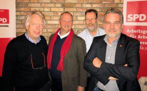 Diskutierten über aktuelle Tarifforderungen und zukunftsgerichtete Arbeitnehmerpolitik: Die SPD-MdBs Ernst Dieter Rossmann und Mathias Stein, AfA-Kreischef Jürgen Heesch und IG-Metall-Bevollmächtigter Kai Trulsson.