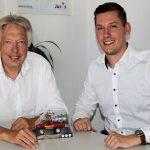 Letztes Treffen vor der Abreise in die USA: Bjarne Jäkel aus Bönningstedt (r.) ist von SPD-MdB Ernst Dieter Rossmann als Stipendiat für das Parlamentarische Patenschaftsprogramm (PPP) benannt worden