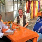 Wie wirken sich Hitze und Dürre auf einen Biobauernhof aus? Darüber diskutierten SPD-MdB Ernst Dieter Rossmann, Öko-Landwirt Wilfried Schümann und der Brande-Hörnerkirchener SPD-Vorsitzende Reinhart Reiner (v.l.n.r.).