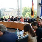 Anja Karliczek, CDU/CSU, Bundesministerin für Bildung und Forschung, ist zu Gast beim Ausschuss des Deutschen Bundestages für Bildung, Forschung, und Technikfolgenabschätzung. Dr. Ernst Dieter Rossmann, SPD, Vorsitzender des Ausschusses, leitet die Sitzung. © Achim Melde